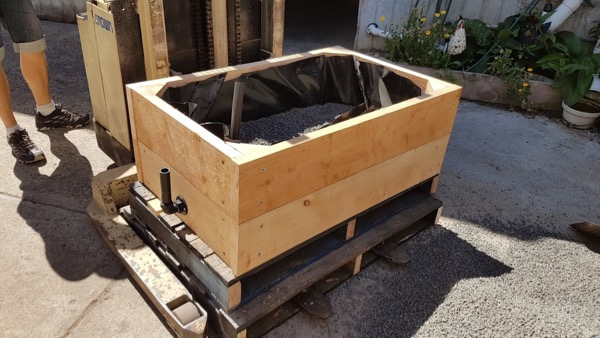 A portable wicking bed on pallets